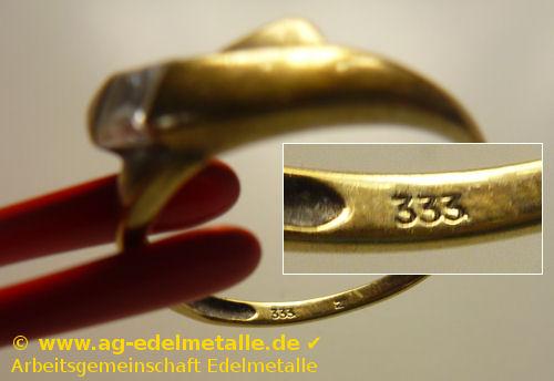 Goldring der als Schmuck dem Goldankauf zugeführt werden soll.